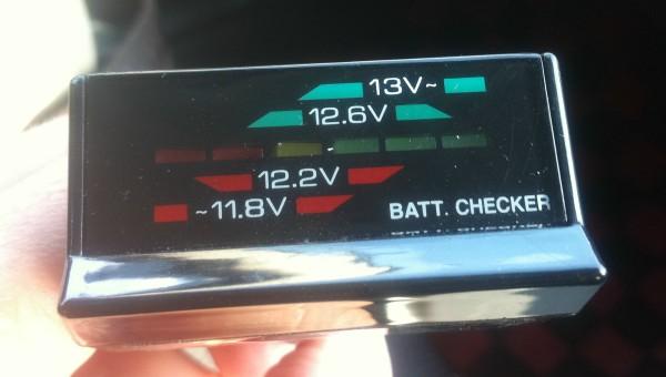 車中泊とバッテリーチェッカー